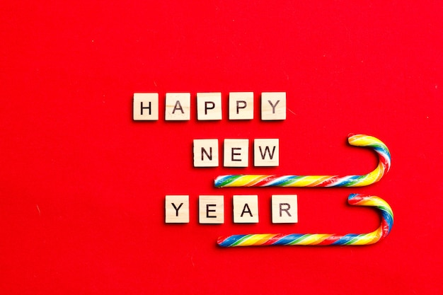 Слово новый год буквами и санями. с рождеством и новым годом фон