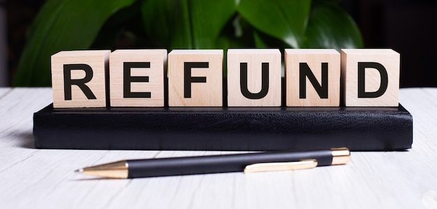 The word refund is written on the wooden cubes of the diary near the handle