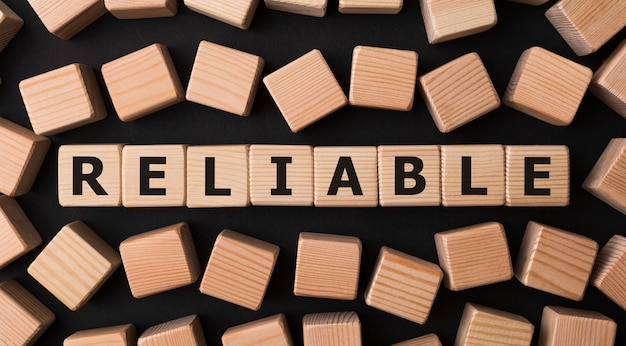 나무 빌딩 블록으로 만든 reliable 단어