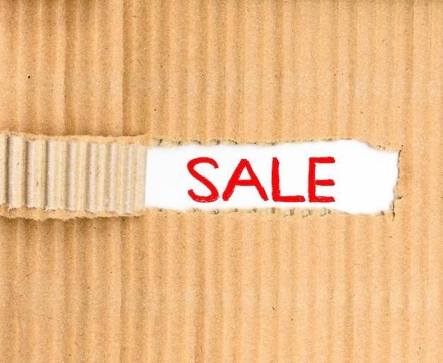 Word 판매는 판매 중에 골판지 찢어진 골판지 백서를 작성했습니다.