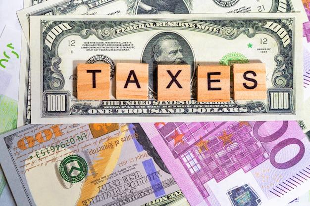 お金の紙幣に単語テキスト税
