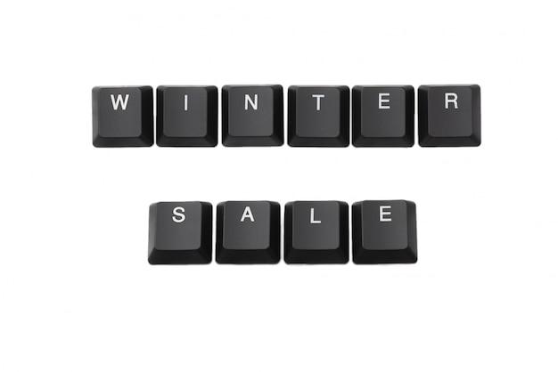 キーボードに書かれた単語ウィンターセール。白で隔離されます。