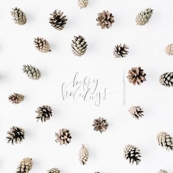 白の言葉幸せな休日と最小限の創造的なコーンの配置パターン。