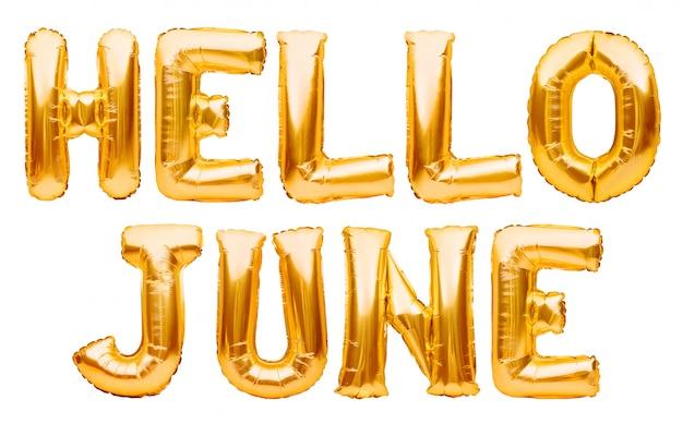 Слова привет июнь сделанные из золотых раздувных изолированных воздушных шаров на белизне. гелиевые шары из золотой фольги, образующие летнее сообщение, привет, июнь слова. месяц шар серии, празднование, события или даты концепции