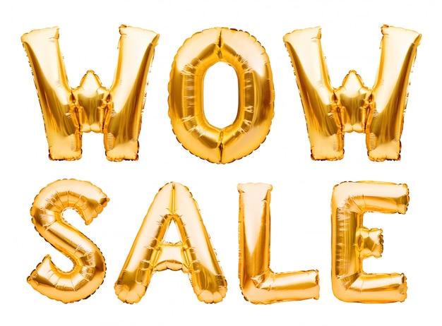 Wow продажа слов сделанная из изолированных золотых раздувных воздушных шаров на белизне. гелиевые шары золотая фольга, образуя фразу супер продажа.