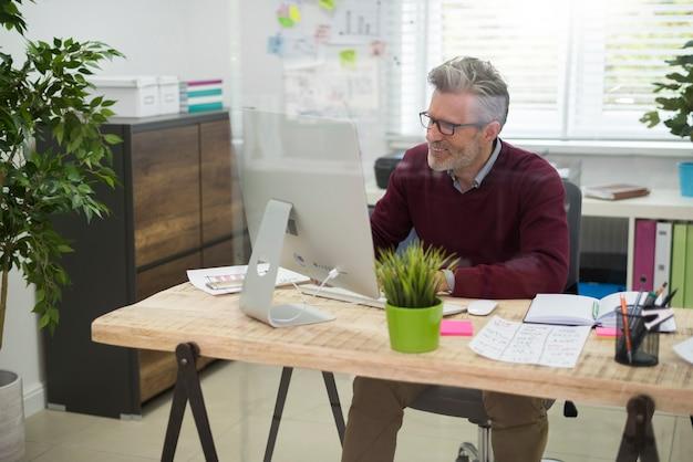 オフィスでの仕事は退屈する必要はありません