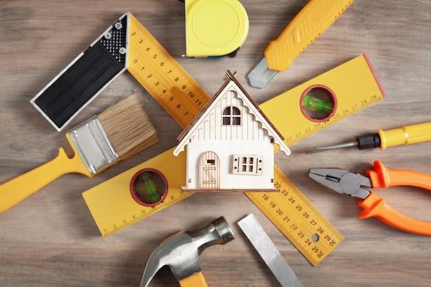 木造住宅モデルの作業工具。