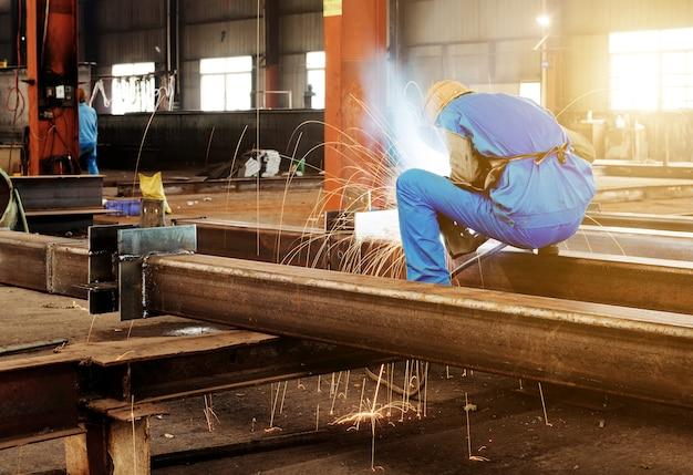 Worker cutting metal member