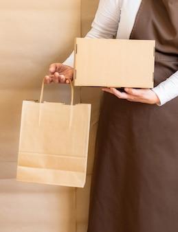 労働者配達サービスハンドホールド梱包袋ボックスエプロンパッカー従業員
