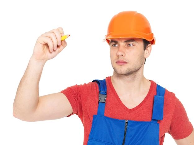 白で隔離、赤いマーカーで画面上に何かを描く労働者