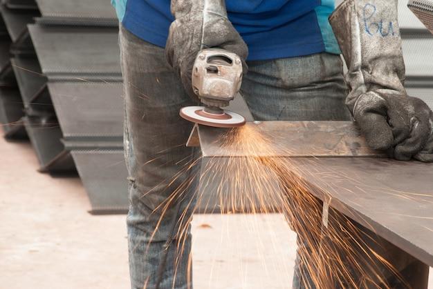 産業金属の建設の労働者
