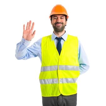 Работник приветствия на белом фоне