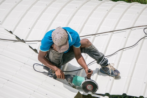 Workers are saw a roof