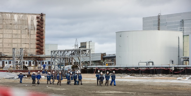 Workers and personnel of the chernobyl nuclear power plant completed the construction of the movable arch over the shelter object of the fourth power unit
