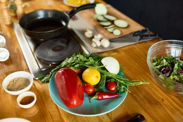Рабочая зона современной кухни
