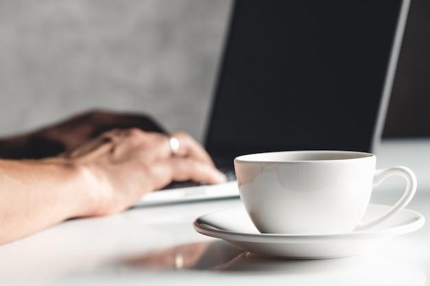 재택 근무-노트북 열기, 디스플레이 공간 복사