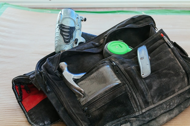 Working bag with a roulette hammer
