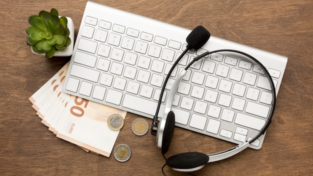 Working from home and get paid concept Free Photo