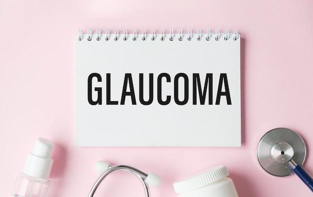 Рабочий розовый стол с рамкой и текстом - глаукома.