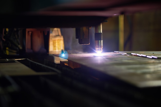 Working process of metal-cutting laser