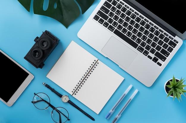 Концепция дизайна рабочего места стилизованного домашнего офиса