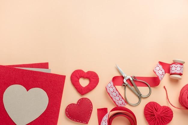 발렌타인 데이를위한 수제 장식을 만들기위한 직장. 평면도