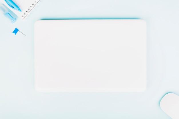 파스텔 블루 색상의 직장