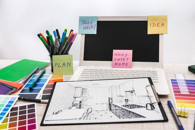 Рабочее место архитектора. эскиз архитектурного проекта с инженерными инструментами, образец цвета для создания