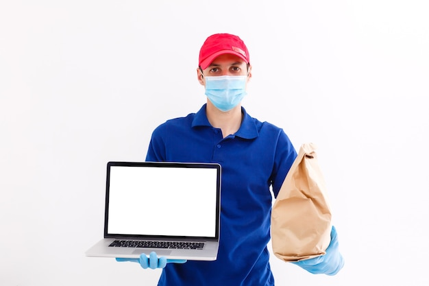 Рабочее место с ноутбуком на столе у себя дома веб-дизайнер или художник. концепция внештатной и творческой работы в интернете