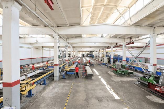 Цех по производству алюминиевых профилей изготовление профилей для окон и дверей.