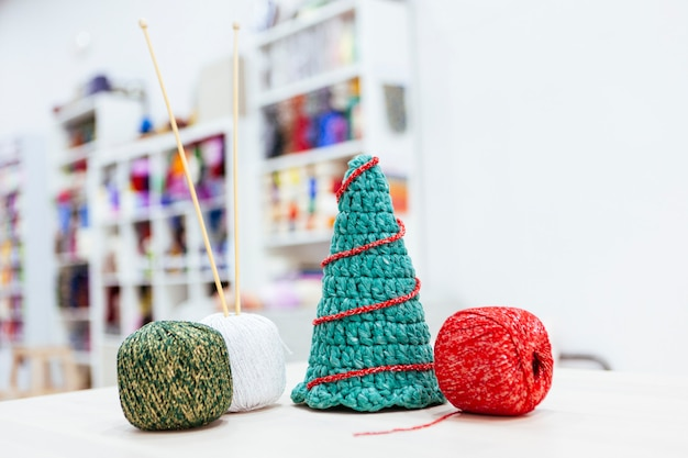 Workshop of how to make a christmas tree with wool