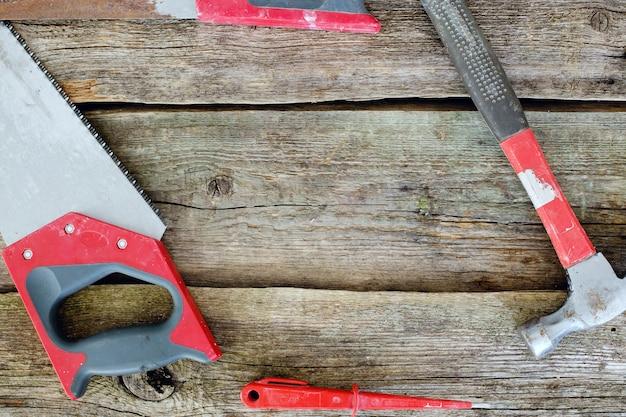 ワークショップ、修理。木製のテーブルのツール