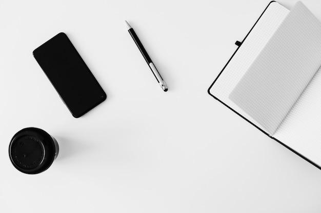 Рабочая область фон белый офисный стол рамка вид сверху с копией пространства