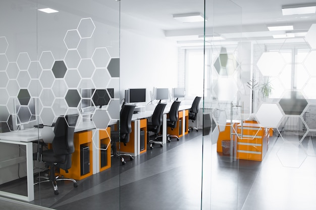 Рабочее пространство небольшой профессиональной команды компании