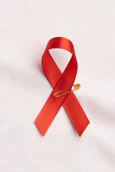 世界エイズデーのコンセプトの品揃えとリボンのシンボル