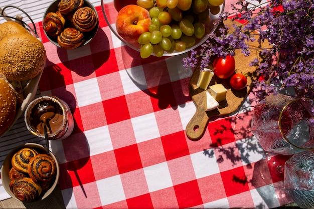 世界食料デー。テーブルの上の食べ物