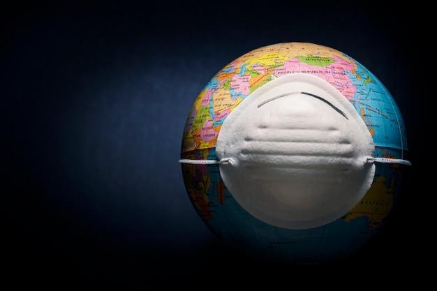 Глобус в защитной маске