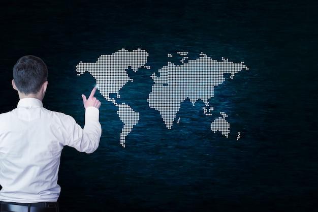 濃い青の背景に世界地図