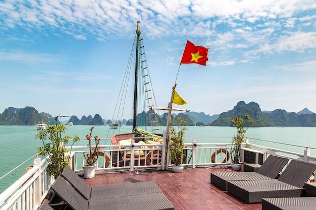 World natural heritage halong bay, vietnam