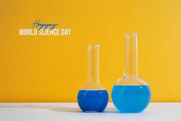 Disposizione della giornata mondiale della scienza con tubi di chimica