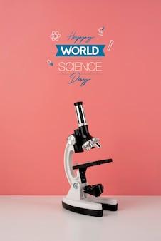 Disposizione della giornata mondiale della scienza con microscopio