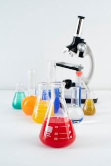 Композиция всемирного дня науки с микроскопом