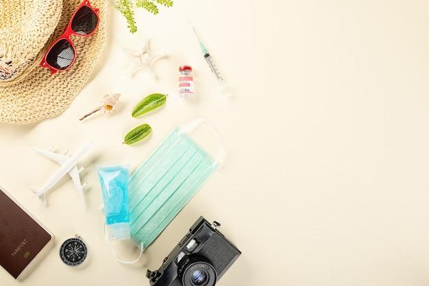 코로나바이러스 발병 중 세계 관광의 날 탑 뷰 모델 비행기와 의료용 안면 마스크