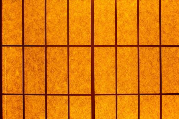 Червячный свет на складной двери в японском стиле для роскошных обоев или фона. японская раздвижная перегородка.