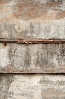 Legno consumato con superficie metallica arrugginita