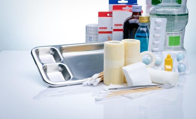 상처 치료 드레싱 세트 간호사를 위한 병원의 상처 치료 장비 conform 붕대 겸자