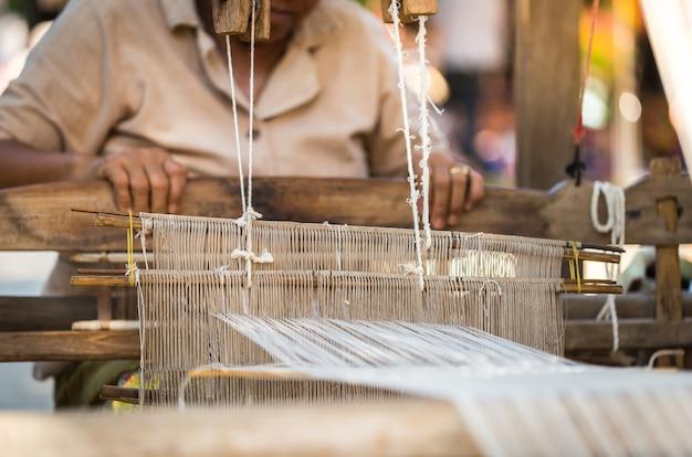 Тканые ткани северных общин чианг май, копия пространства.