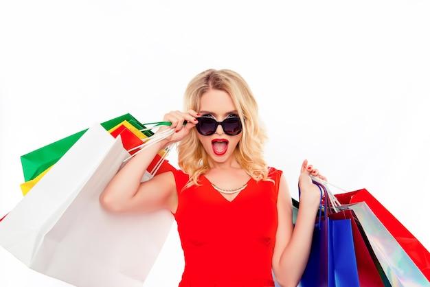 うわー!かなり金髪はショッピングモールで服の割引を見ました