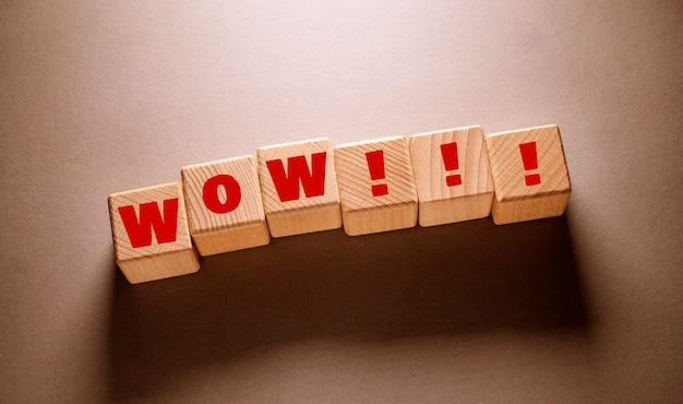 木製の立方体に書かれたすごい言葉