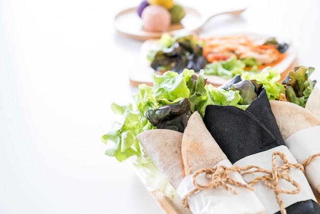 Обернуть салат